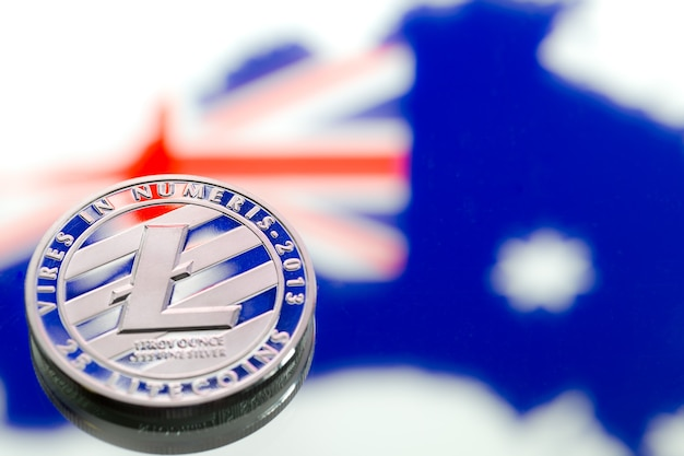 Moedas litecoin, no contexto da austrália e a bandeira australiana, close-up.