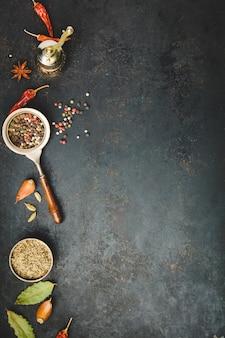 Moedor de pimenta vintage e especiarias