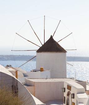 Moinho de vento em oia, santorini.