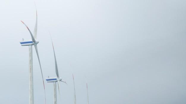 Moinho de vento em uma fileira para produção de energia elétrica contra o céu