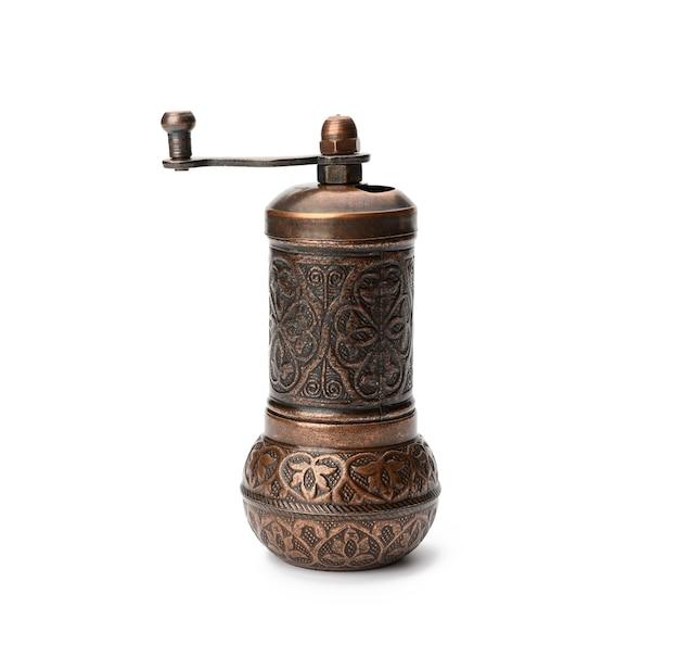 Moinho manual de cobre para pimenta e sal isolado