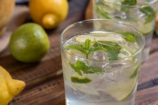 Mojito cocktail e seus ingredientes