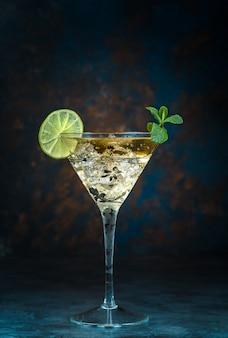 Mojito cocktail em vidro
