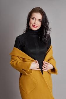 Mola de menina moda primavera casaco desgaste. casaco brilhante