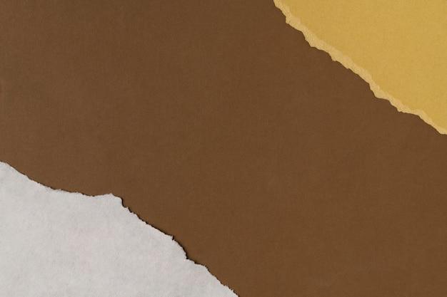 Moldura artesanal de papel pardo rasgado e fundo em tons de terra