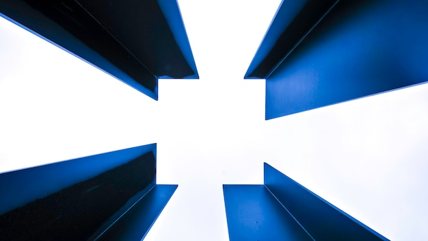 Moldura azul de metal isolado no branco