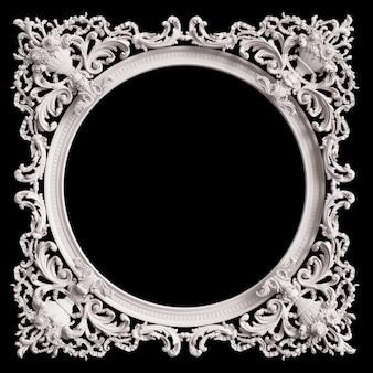 Moldura branca clássica com decoração de ornamento isolada em fundo preto