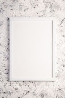 Moldura branca modelo vazio no plano de fundo texturizado brilhante, cinza e preto, vista superior, espaço de cópia de maquete