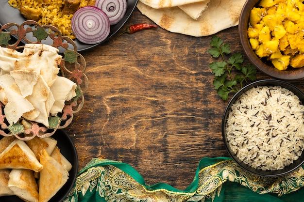 Moldura circular de comida indiana com cópia-espaço
