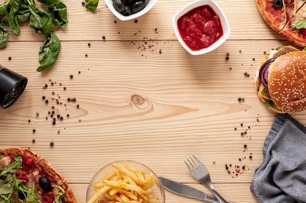 Moldura circular de vista superior com comida deliciosa