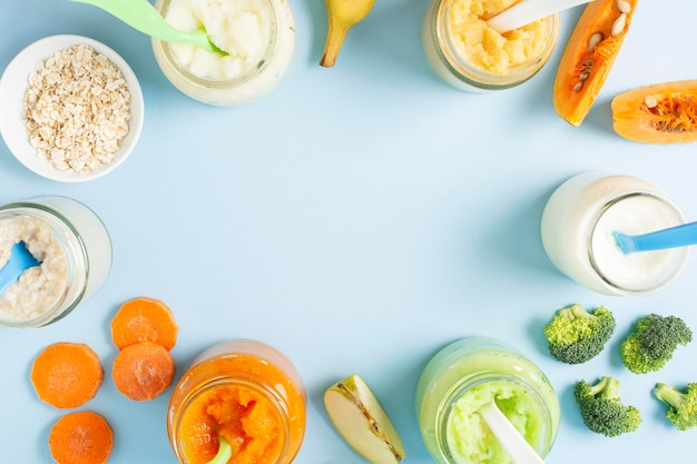 Moldura circular de vista superior com comida para bebé