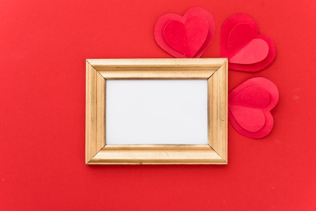 Moldura com corações de papel ornamento