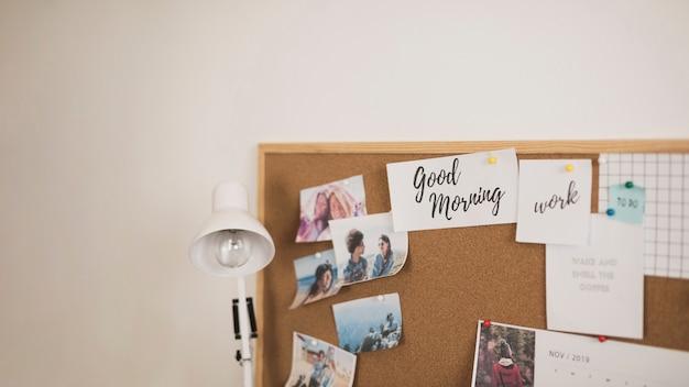 Moldura com lâmpada de fotos e lista de tarefas