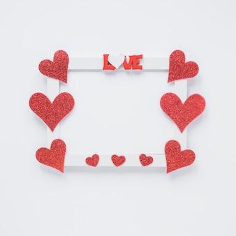 Moldura com símbolos de amor e título de coração