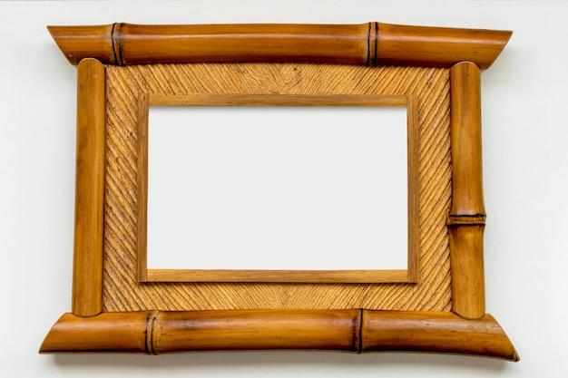 Moldura de bambu com espaço em branco no centro