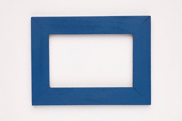 Moldura de borda azul sobre fundo branco