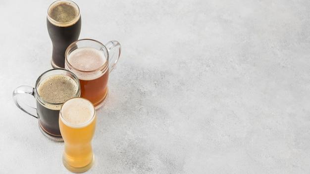 Moldura de cerveja de ângulo alto com espaço de cópia