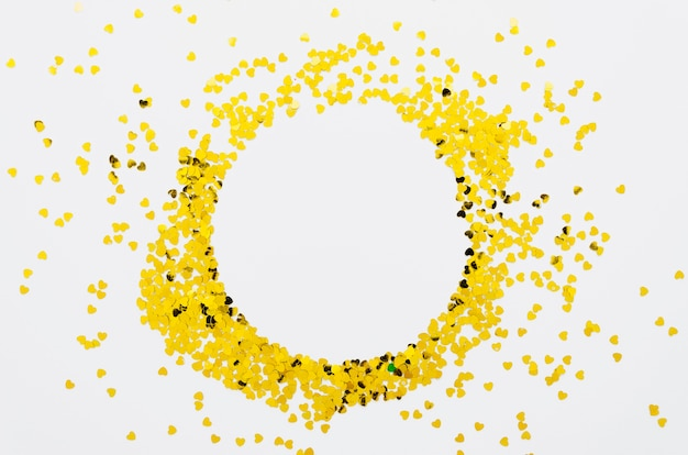 Moldura de confetes de corações dourados