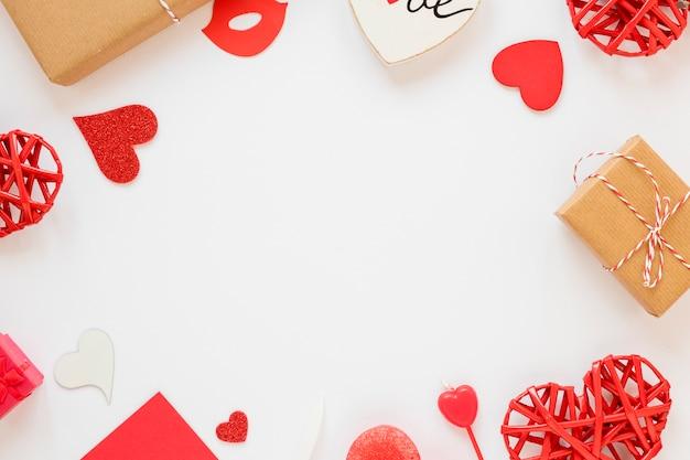 Moldura de corações e presentes para dia dos namorados