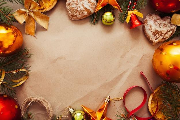 Moldura de decoração de natal em papel pardo