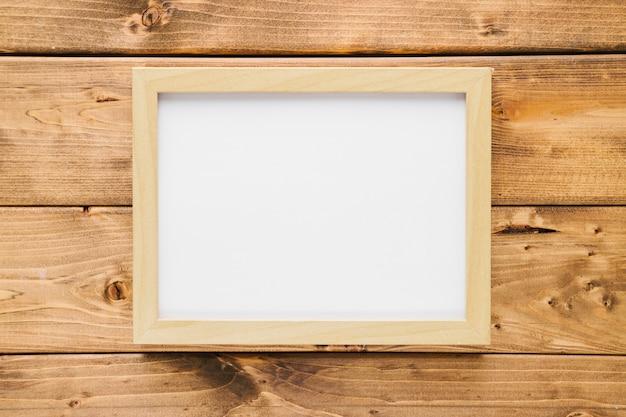 Moldura de madeira minimalista com fundo de madeira
