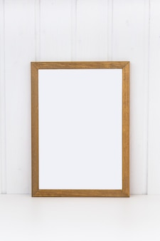 Moldura de madeira para pinturas ou fotografias.