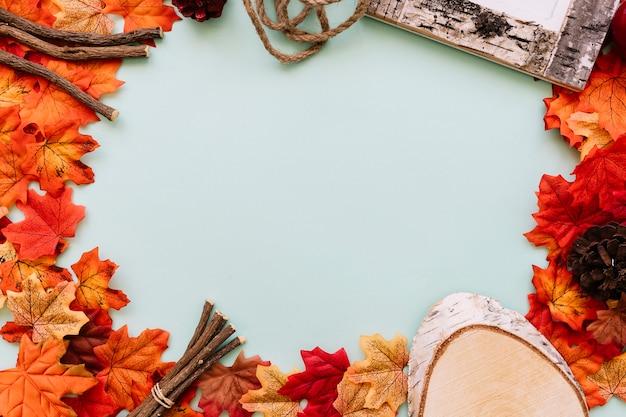 Moldura de outono com varas de madeira