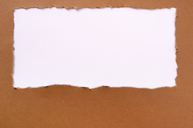Moldura de papel marrom rasgada oblonga