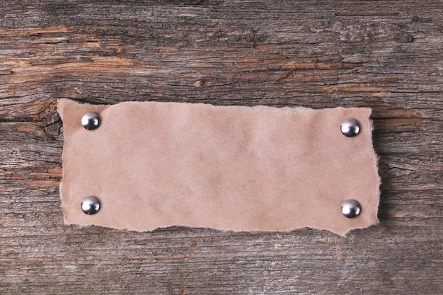Moldura de papelão na textura de madeira
