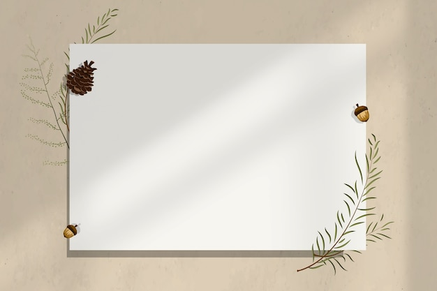Moldura de parede de papel em branco com decoração de bolota