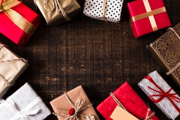 Moldura de presentes de natal com espaço de cópia