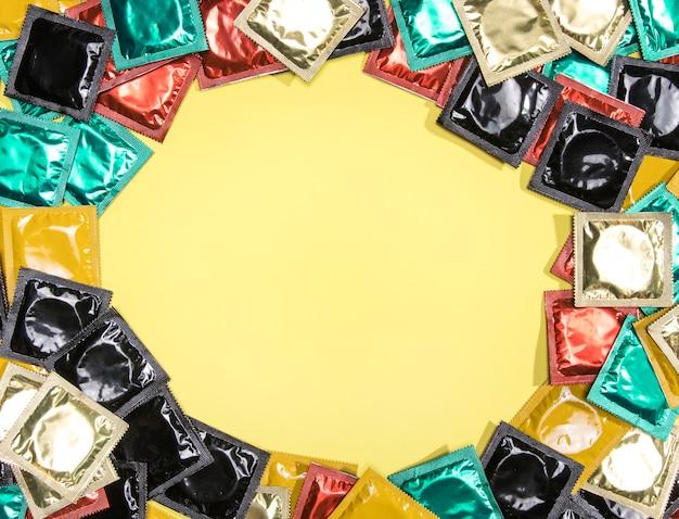 Moldura de preservativo circular com cópia-espaço