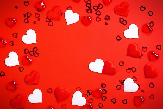 Moldura de texto ou foto no centro, cercada por corações.