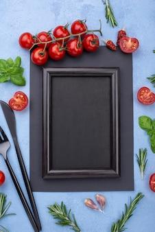 Moldura de vista superior com ingredientes de cozinha