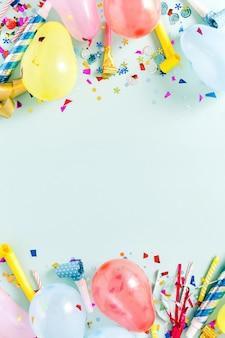 Moldura decoração festa azul pastel vista superior plana leigos