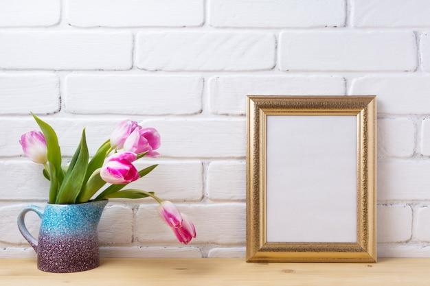 Moldura decorada ouro com tulipas rosa magenta