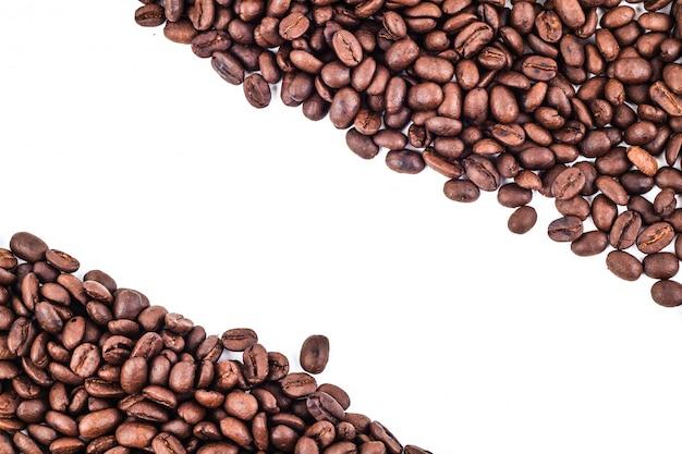 Moldura diagonal de grãos de café torrados