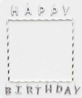 Moldura e mensagem de feliz aniversário