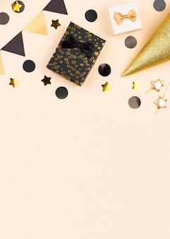Moldura elegante de decoração de aniversário plana