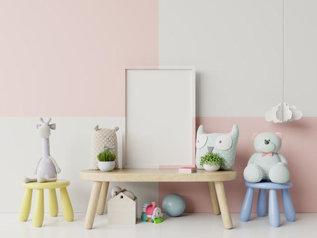 Moldura em branco no interior do quarto de criança.