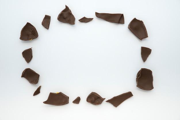 Moldura feita de chocolate rachado