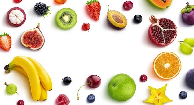 Moldura feita de diferentes frutas e bagas, vista plana, vista superior