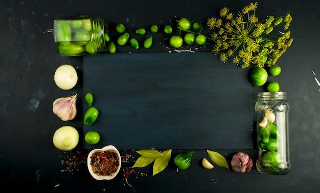 Moldura feita de legumes e especiarias