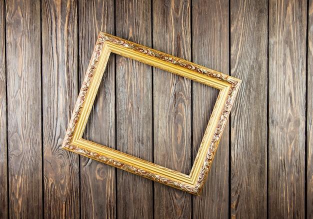 Moldura na velha mesa de madeira