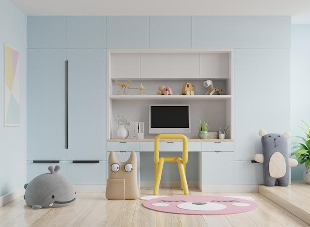 Moldura no quarto das crianças na parede azul