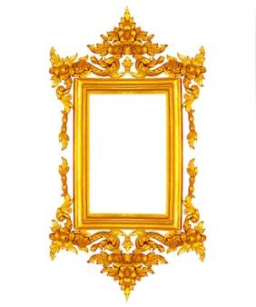 Moldura para retrato dourada do vintage isolada no fundo branco.