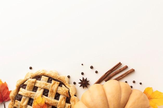 Moldura plana leiga com comida de ação de graças e cópia-espaço