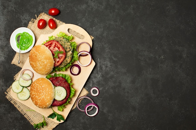 Moldura plana leiga com comida saudável e cópia-espaço