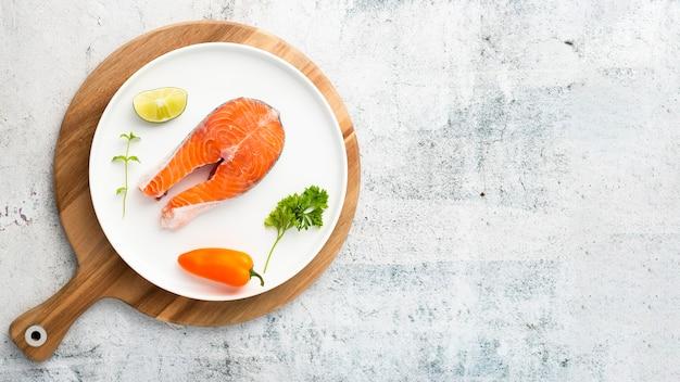 Moldura plana leiga com frutos do mar e cópia-espaço