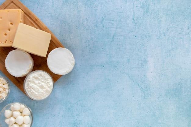 Moldura plana leiga com produtos lácteos
